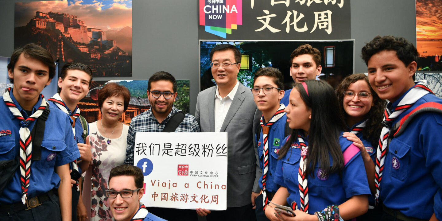 Chinese Ambassador to Mexico Zhu Qingqiao poses for group photos with Facebook followers of China's Cultural Center in Mexico